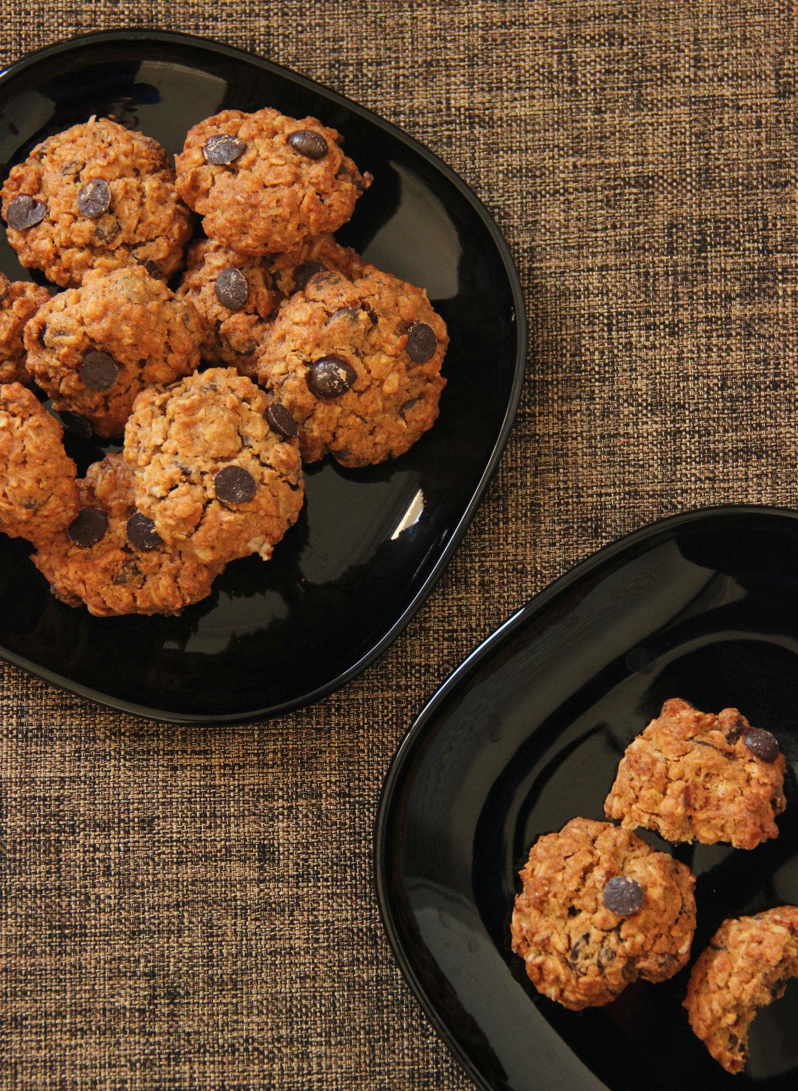 עוגיות חמאת בוטנים, שוקולד צ'יפס ושיבולת שועל