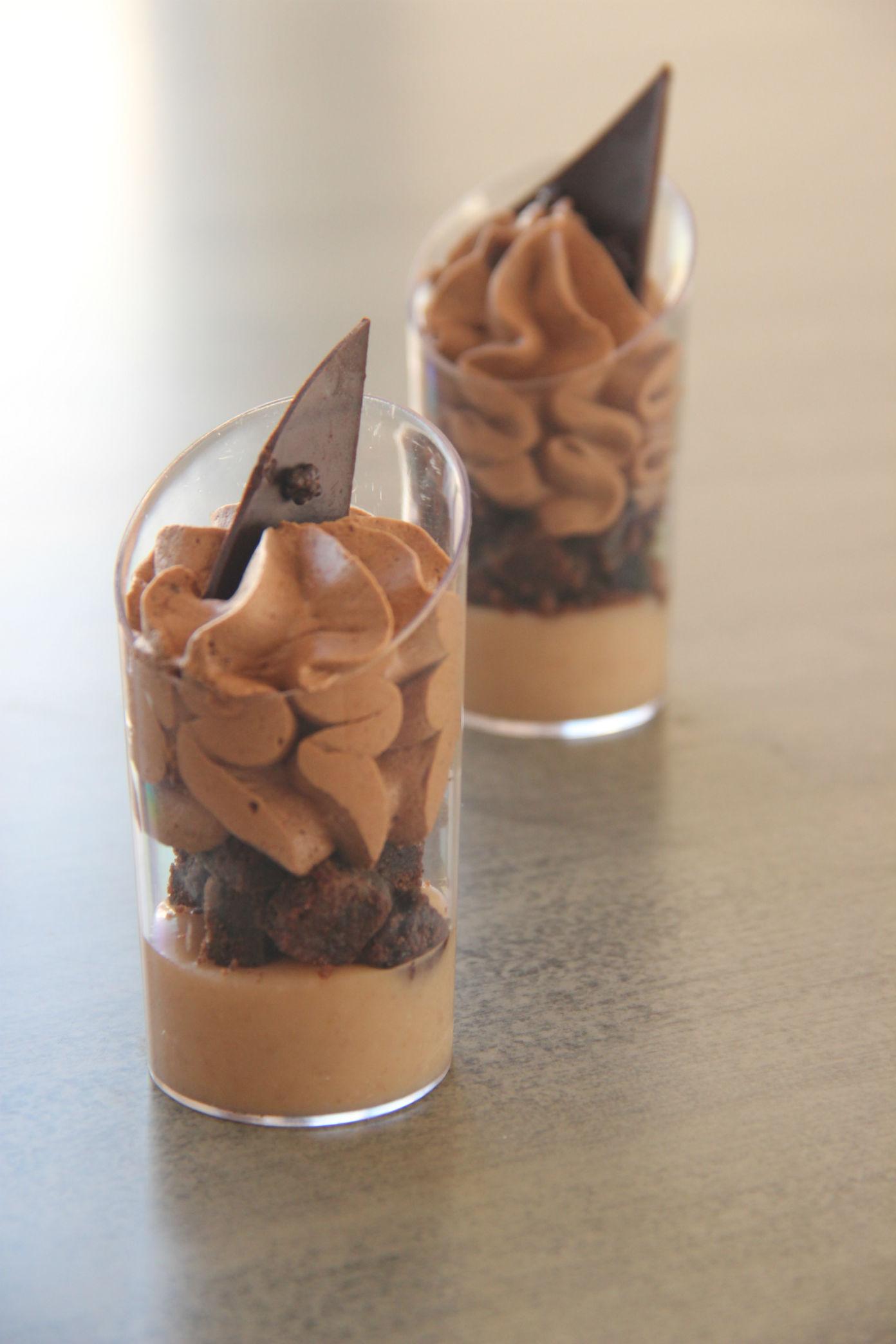 קינוח בכוסות – שוקולד נוגט
